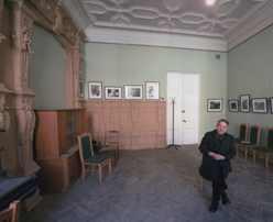 Михаил Мильчик в комнате, где Бродский жил с родителями. Фото: Юрий Лепский