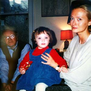 Иосиф Бродский в последние годы жизни в своей квартире в Нью-Йорке с дочерью Нюшей и женой - Марией Соццани.
